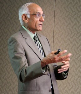 "A. ""Parsu"" Parasuraman of the University of Miami School of Business Administration, speaks to a group of marketing faculty on Wednesday, Nov. 11, 2015."